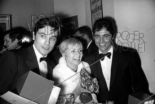 Roger-Viollet | 231068 | Alain Delon (born in 1935), French actor, Annie Cordy (born in 1928), Belgian actress and singer, and Sacha Distel (1933-2004), French actor and singer. Paris, 1967 | © Noa / Roger-Viollet