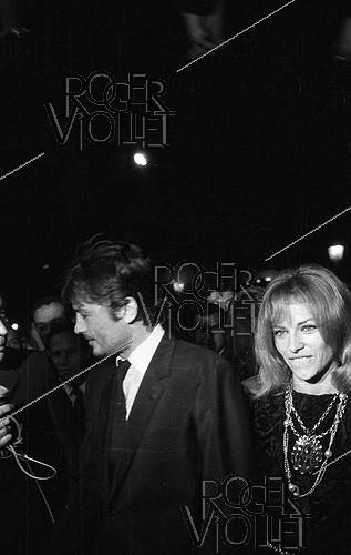 Roger-Viollet | 648036 | Alain Delon (born in 1935) and his wife Nathalie Delon (born in 1941), French actors, 1967. | © Noa / Roger-Viollet