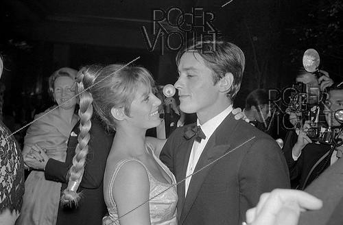 Roger-Viollet | 885463 | Alain Delon (born in 1935) and his wife Nathalie Delon (born in 1941), French actors. | © Noa / Roger-Viollet