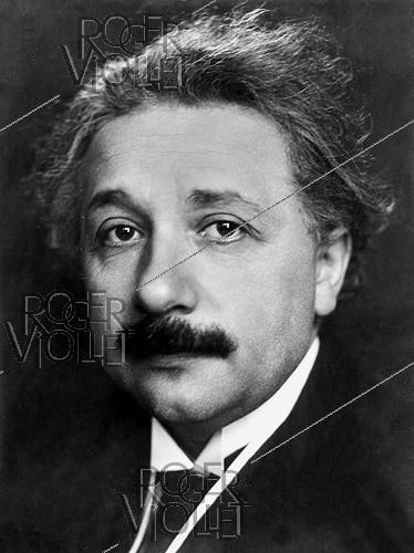 Roger-Viollet | 698420 | Albert Einstein (1879-1955), German physicist naturalized Swiss then American. | © Pierre Choumoff / Roger-Viollet