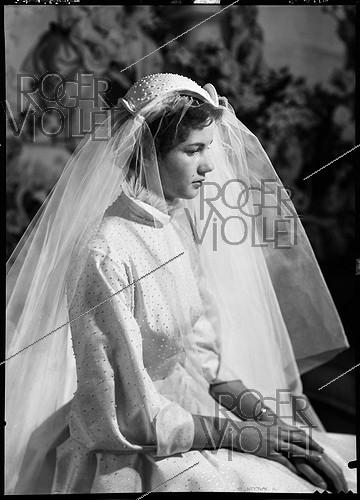 Roger-Viollet | 258080 | Anne-Aymone Sauvage de Brantes (born in 1933), during her wedding with Valéry Giscard d'Estaing (1926-2020). Authon (France), Château du Fresne, on December 23, 1952. | © Laure Albin Guillot / Roger-Viollet