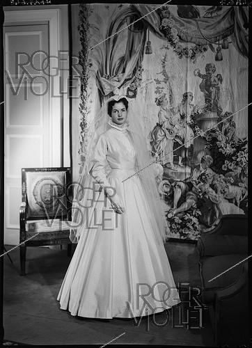 Roger-Viollet | 522719 | Anne-Aymone Sauvage de Brantes (born in 1933), in her wedding dress for the ceremony with Valéry Giscard d'Estaing (1926-2020). Authon (Loir-et-Cher), Château du Fresne, on December 23, 1952. | © Laure Albin Guillot / Roger-Viollet