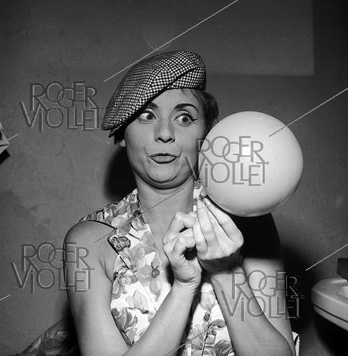 Roger-Viollet | 182895 | Annie Cordy (born in 1928), Belgian singer and actress, 1960. | © Roger Berson / Roger-Viollet