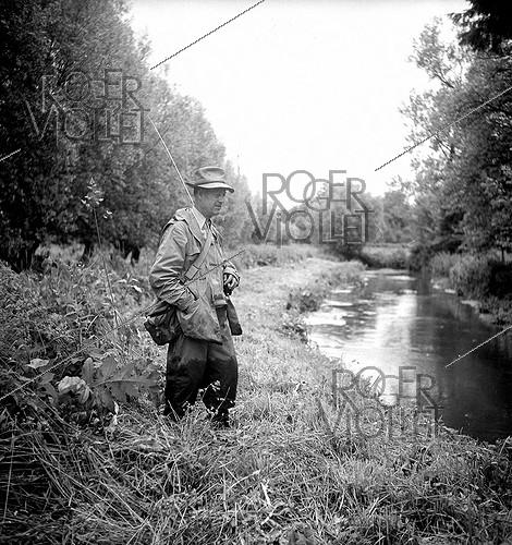 Roger-Viollet | 839241 | Antoine Béthouart (1890-1982), French General, fly-fishing. | © Tony Burnand / Roger-Viollet