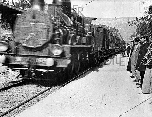 Roger-Viollet | 935177 | ARRIVAL OF A TRAIN AT LA CIOTAT TRAIN STATION | © Association Frères Lumière / Roger-Viollet