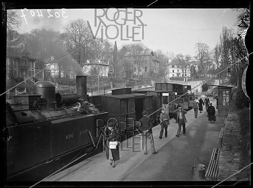 Roger-Viollet | 545881 | Arrival of the Enghien-Montmorency departmental train at the Montmorency train station (France), on April 8, 1939. Photograph from the collections of the newspaper  Excelsior . | © Excelsior - L'Equipe / Roger-Viollet