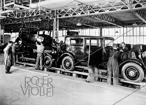 Roger-Viollet | 748224 | Assembling bodyworks at the Renault car factory. Boulogne-Billancourt (Hauts-de-Seine, France), 1931. | © Jacques Boyer / Roger-Viollet