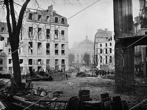 Roger-Viollet | 383798 | Avenue de l'Opéra. Drilling, view towards the Opéra Garnier. Paris (IInd arrondissement), 1877. Photograph by Charles Marville (1813-1879). Bibliothèque historique de la Ville de Paris. | © Charles Marville / BHVP / Roger-Viollet