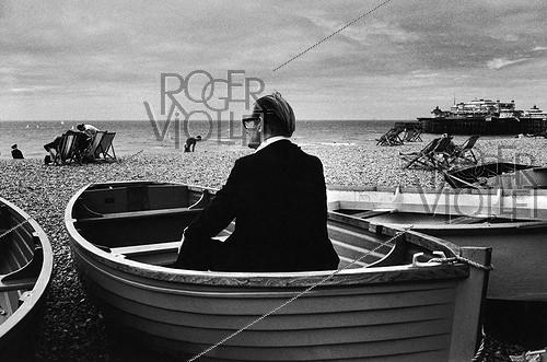Roger-Viollet | 451951 | Brighton (England), on August 5, 1980. Photography by Jean-Pierre Couderc (born in 1946). | © Jean-Pierre Couderc / Roger-Viollet