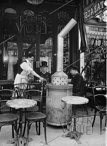 Roger-Viollet | 630281 | Café terrace during Winter. Paris, circa 1910. | © Jacques Boyer / Roger-Viollet
