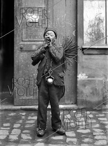 Roger-Viollet | 700639 | Chimney sweep from Savoy. France, 1907. | © Jacques Boyer / Roger-Viollet