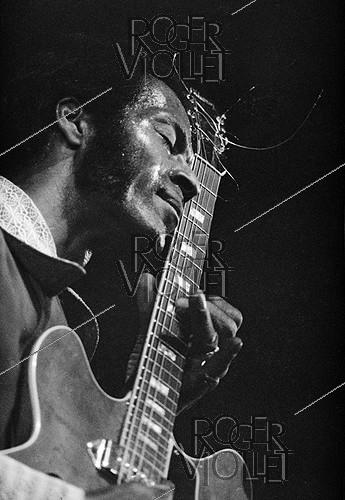 Roger-Viollet | 400774 | Chuck Berry (1926-2017), American guitarist, singer and composer. Paris, Olympia, 1973. | © Patrick Ullmann / Roger-Viollet