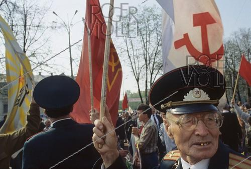 Roger-Viollet | 637039 | Communist demontration on May 9th. Moscow (Russia), 1996. | © Jean-Paul Guilloteau / Roger-Viollet