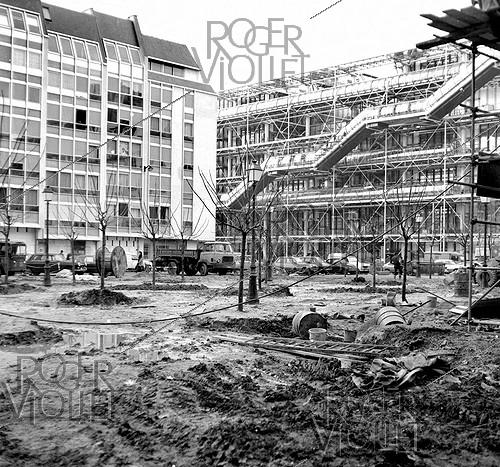 Roger-Viollet | 195663 | Construction of the Pompidou Centre. Paris, January 1977. | © Roger-Viollet / Roger-Viollet