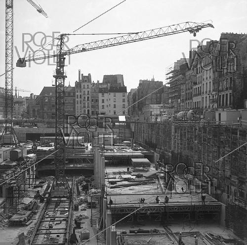Roger-Viollet | 601260 | Construction of the Pompidou Centre. Paris (IVth arrondissement), April 1974. | © Roger-Viollet / Roger-Viollet