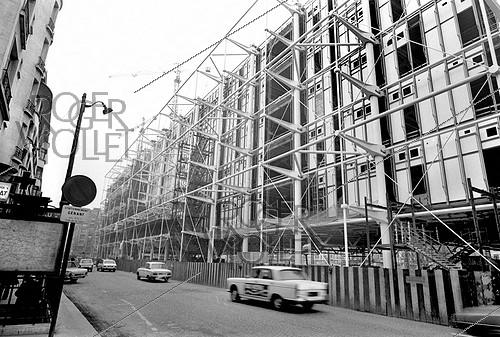 Roger-Viollet | 669512 | Construction of the Pompidou Centre. Paris, rue Beaubourg, 1976. | © Roger-Viollet / Roger-Viollet