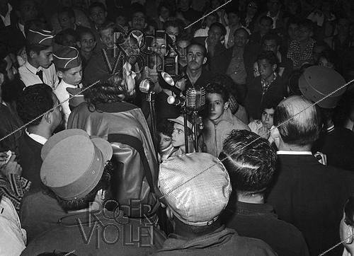 Roger-Viollet | 264343 | Cuba. Ernesto Che Guevara (1928-1967), Cuban of Argentinian origin revolutionary, making a speech to the   Rebel Youth   in 1959. | © Gilberto Ante / BFC / Roger-Viollet