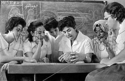 Roger-Viollet | 661895 | Cuba Medical students, about 1960. | © Gilberto Ante / Roger-Viollet