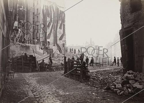 Roger-Viollet | 17513 | Drilling of the avenue de l'Opéra: construction site of the rue d'Argenteuil, near the rue du faubourg Saint-Honoré. Paris (Ist arrondissement), 1872-1879. Photograph by Charles Marville (1813-1879). Paris, musée Carnavalet. | © Charles Marville / Musée Carnavalet / Roger-Viollet