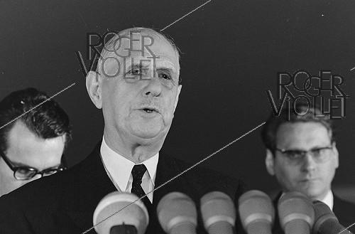 Roger-Viollet | 1129518 | Events of May-June 1968. Charles de Gaulle (1890-1970), President of the French Republic, during a visit in Romania, on May 18, 1968. Photograph by Bernard Charlet, from the collections of the French newspaper  France-Soir . Bibliothèque historique de la Ville de Paris. | © Bernard Charlet / Fonds France-Soir / BHVP / Roger-Viollet