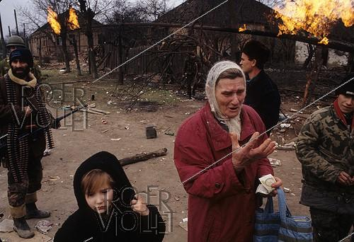Roger-Viollet | 219003 | First Chechen War. Grozny (Chechen Republic, Russia), January 12, 1995. | © Jean-Paul Guilloteau / Roger-Viollet