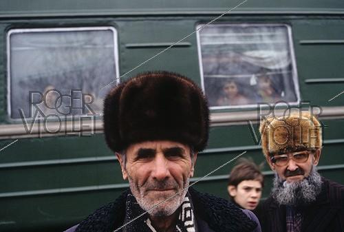 Roger-Viollet | 685469 | First Chechen War. Refugees from Grozny in Nazran. Republic of Ingushetia, January 15, 1995. | © Jean-Paul Guilloteau / Roger-Viollet