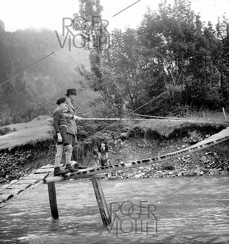 Roger-Viollet | 708413 | Fishing in mountains. | © Tony Burnand / Roger-Viollet