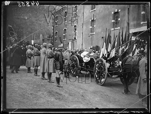 Roger-Viollet | 1283812 | Funeral of the seven brothers in arms of the Unknown Soldier, following the designation ceremony by Auguste Thin (1899-1982), Corporal from the 132th regiment of the French infantry. The caskets leaving the chapel of the Verdun citadel to be burried at the Faubourg-Pavé national necropolis, on November 10, 1920. Photograph from the collections of the newspaper  Excelsior . | © Excelsior - L'Equipe / Roger-Viollet