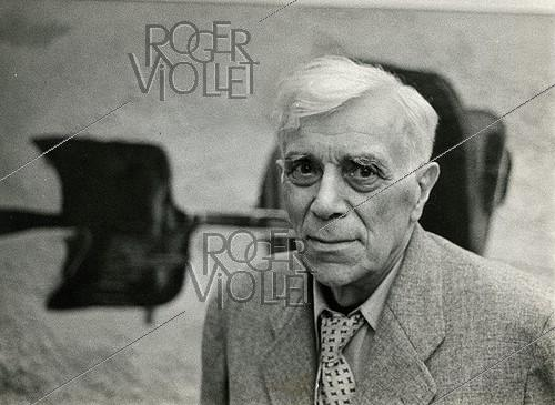 Roger-Viollet | 1252845 | Georges Braque (1882-1963), French painter. | © Jack Nisberg / Roger-Viollet