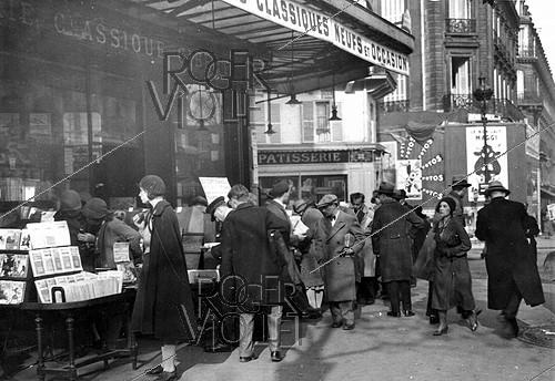 Roger-Viollet | 1024933 | Gibert bookshop. Paris, boulevard Saint-Michel, around 1930. | © Albert Harlingue / Roger-Viollet