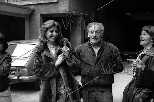 Roger-Viollet | 1066742 | Gisèle Halimi (1927-2020), Tunisian-born French lawyer, feminist activist and politician, and her husband, leaving a polling station during the legislative elections. France, on March 12, 1978. | © Roger-Viollet / Roger-Viollet