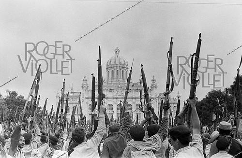 Roger-Viollet | 476572 | Havana (Cuba). First demonstration in support of the Revolution, in front of the old Presidential palace. 1959. | © Gilberto Ante / Roger-Viollet
