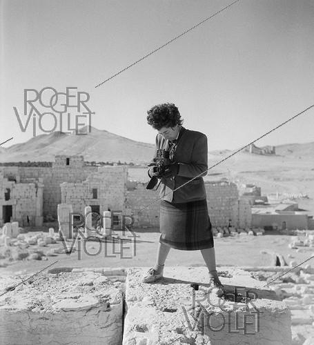Roger-Viollet | 948826 | Hélène Roger-Viollet (1901-1985), French photographer, at the top of the Temple of Bel, photographed by her guide. Palmyra (Syria), November 1953. | © Hélène Roger-Viollet / Roger-Viollet