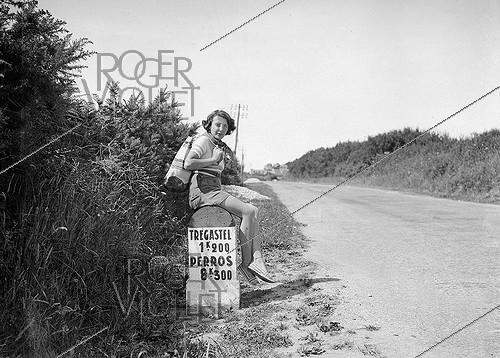 Roger-Viollet | 247341 | Hitch-hicker on the road between Trégastel and Perros-Guirrec (Côtes-d'Armor) in Brittany, 1938. | © LAPI / Roger-Viollet