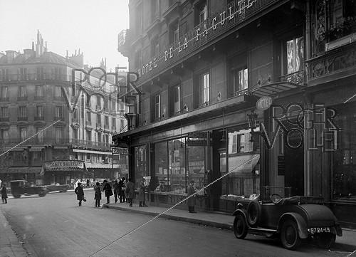 Roger-Viollet | 235890 | Hotel de la Faculté and the bookshop Gibert. Paris, Racine street (VI-th arrondissement), around 1925. | © Roger-Viollet / Roger-Viollet