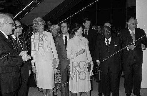 Roger-Viollet | 1008418 | Inauguration Centre National d'art et de culture Georges Pompidou en présence de Valéry Giscard d'Estaing et son épouse, accompagné de madame Pompidou. R. Barre, F. Houphouet-Boigny, O. Guichard, M. Poniatowski... 1977. | © Jacques Cuinières / Roger-Viollet