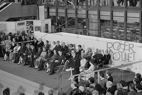 Roger-Viollet | 1006775 | Inauguration of the Pompidou Centre. Valéry Giscard d'Estaing making a speech. Paris, 1977. | © Jacques Cuinières / Roger-Viollet