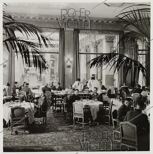 Roger-Viollet | 587754 | Inside the hotel  Prince de Galles , reserved to the Luftwaffe, 33 avenue George V, Paris (VIIIth arrondissement). 1941. Photograph by Roger Schall (1904-1995). Paris, musée Carnavalet. | © Roger Schall / Musée Carnavalet / Roger-Viollet