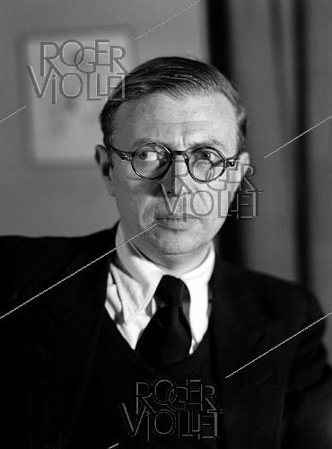 Roger-Viollet | 386305 | Jean-Paul Sartre (1905-1980), French philosopher and writer, in 1947. | © Henri Martinie / Roger-Viollet