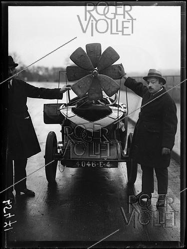 Roger-Viollet | 1295352 | Laboratory car of Louis Damblanc (1889-1969), French engineer, used during his works on the helicopter-parachute, on December 23, 1920. Photograph from the collections of the newspaper  Excelsior . | © Excelsior - L'Equipe / Roger-Viollet