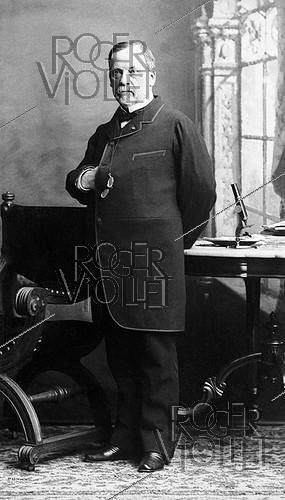 Roger-Viollet | 950442 | Louis Pasteur (1822-1895), French chemist and biologist, 1884. | © Roger-Viollet / Roger-Viollet