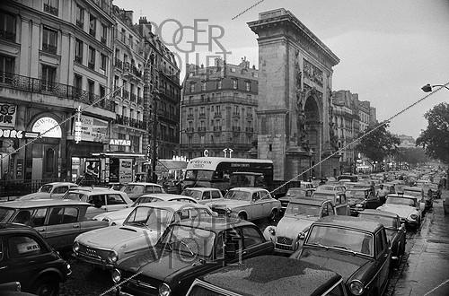 Roger-Viollet | 1136925 | May-June 1968 events. Traffic jam, boulevard de Bonne-Nouvelle. Paris (Xth arrondissement), on June 4, 1968. Photograph by Claude Poensin-Burat, from the collections of the French newspaper  France-Soir . Bibliothèque historique de la Ville de Paris. | © Claude Poensin-Burat / Fonds France-Soir / BHVP / Roger-Viollet