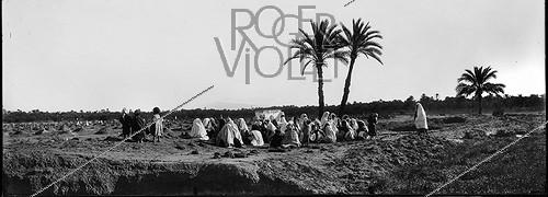 Roger-Viollet | 605910 | Meeting at the Arabian cemetery. South Algeria. | © Léon & Lévy / Roger-Viollet