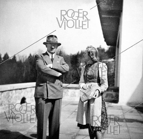 Roger-Viollet | 160594 | Nazi Germany. Adolf Hitler (1889-1945), German statesman, with Eva Braun (1912-1945), at the Berghof. Berchtesgaden (Germany), 1939. From Eva Braun's album. | © Roger-Viollet / Roger-Viollet