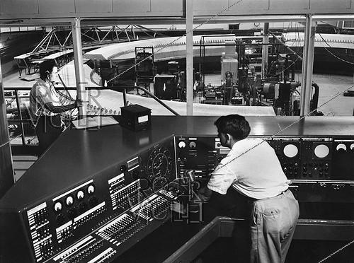 Roger-Viollet | 231245 | Nuclea physics.  Cosmotron  in the national laboratory of Brookhaven. Control room. New York (United States), 1954. | © Jacques Boyer / Roger-Viollet