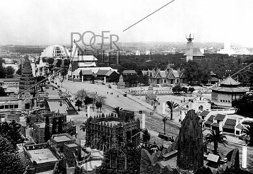 Roger-Viollet | 979241 | Panorama of the 1931 International Colonial Exhibition in Paris. | © Albert Harlingue / Roger-Viollet