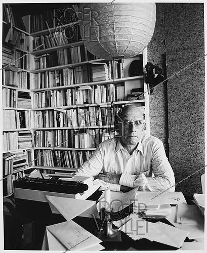 Roger-Viollet | 869050 | Paul Michel Foucault (1926-1984), French philosopher, at home. Paris, April 1984. | © Bruno de Monès / Roger-Viollet