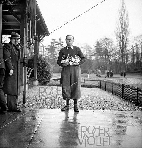 Roger-Viollet | 425216 | Pierre Creusevant, world champion of fly fishing, assistant of Charles Ritz and collaborator, with Ritz, of Pezon and Michel. Around 1930. | © Tony Burnand / Roger-Viollet