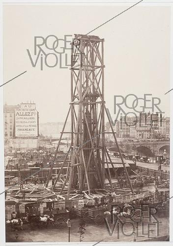 Roger-Viollet | 64231 | RAISING OF THE COLUMN OF CHATELET | © Charles Marville / Musée Carnavalet / Roger-Viollet
