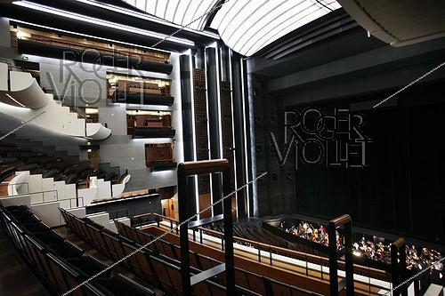 Roger-Viollet | 973631 | Room of the Opera Bastille (architect: Carlos Ott). Paris, on November 27, 2010. | © Colette Masson / Roger-Viollet